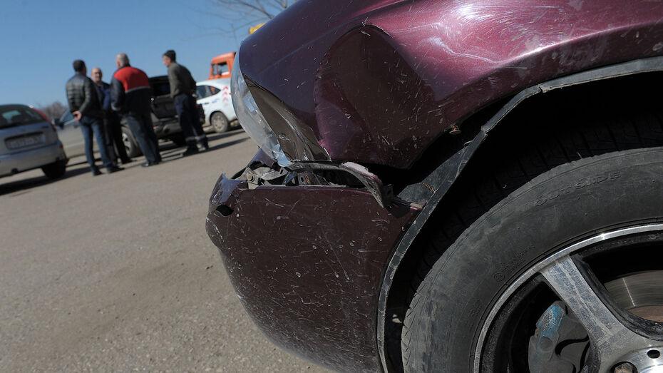 Двухлетний малыш пострадал в автоаварии в Воронеже