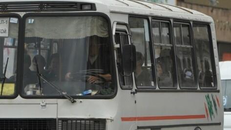 В Воронеже маршрутка врезалась в иномарку: пострадал автомобилист