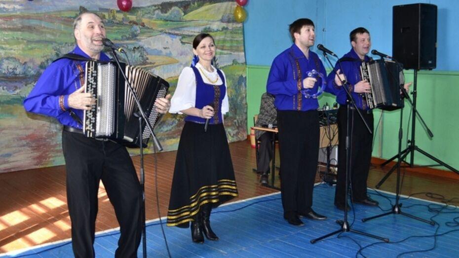 Артисты из Малой Грибановки побывали на «Поле чудес»