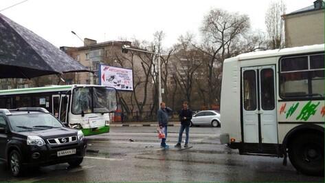 Число пострадавших в ДТП с 3 маршрутками в Воронеже увеличилось до двух