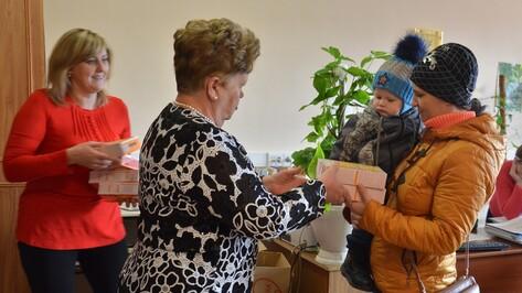 В Поворинском районе 40 малообеспеченных семей получили детское питание