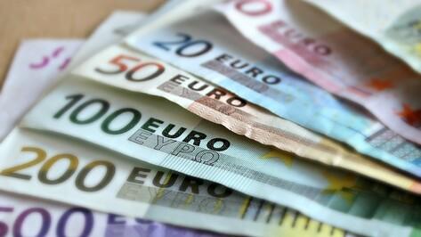 Курс евро опустился ниже 70 рублей впервые с весны 2018 года
