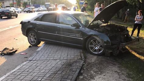 В Воронеже на сбежавшего после ДТП с 2 пешеходами водителя Audi A8 завели уголовное дело