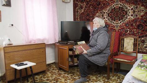 Воронежских пенсионеров обязали сидеть дома еще месяц