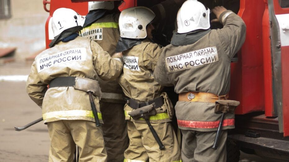 В Воронеже двое отравились угарным газом при пожаре