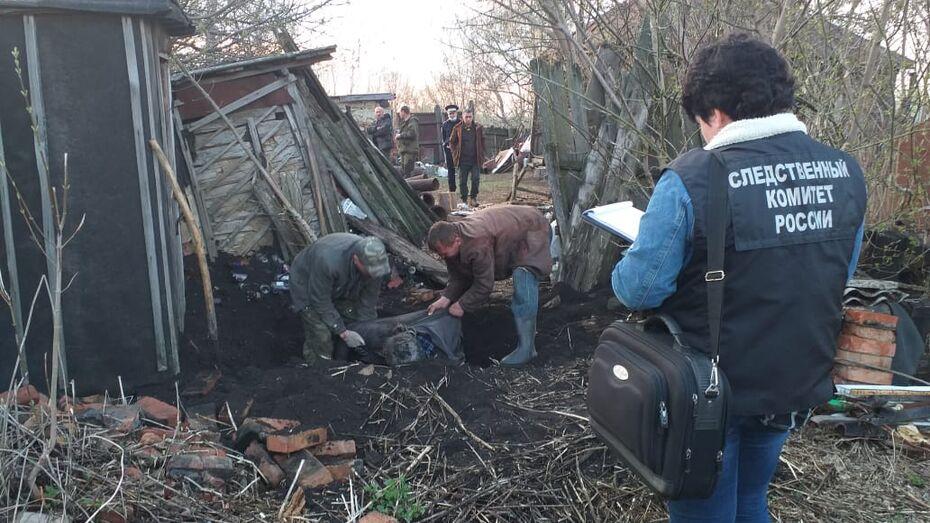 Сын задушил отца веревкой и закопал во дворе дома в Воронежской области
