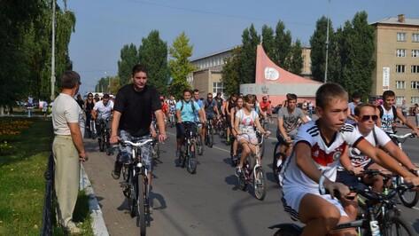 В Россоши 150 велосипедистов проехали 9 км по городским улицам