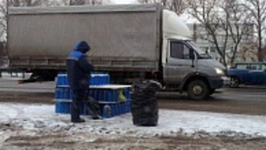 Торговец «незамерзайкой» под Воронежем пытался дать взятку сотруднице полиции