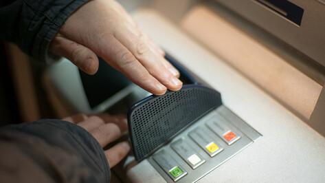 Россиянам рекомендовали не хранить пенсии на картах