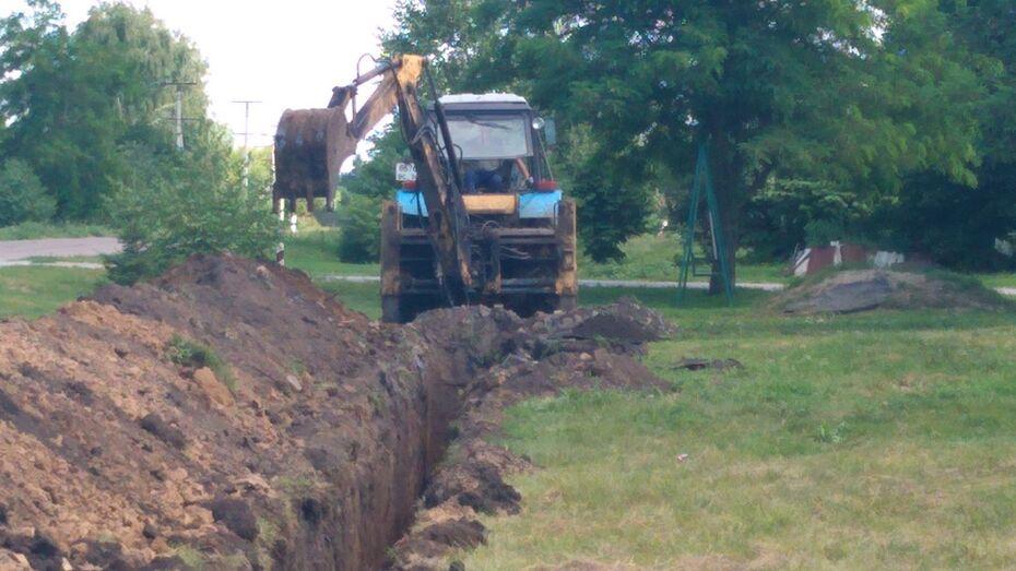 В отдаленном нижнедевицком хуторе Дмитриевский отремонтировали изношенный водопровод
