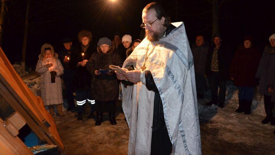 Верхнемамонцы провели крещенскую ночь у купелей
