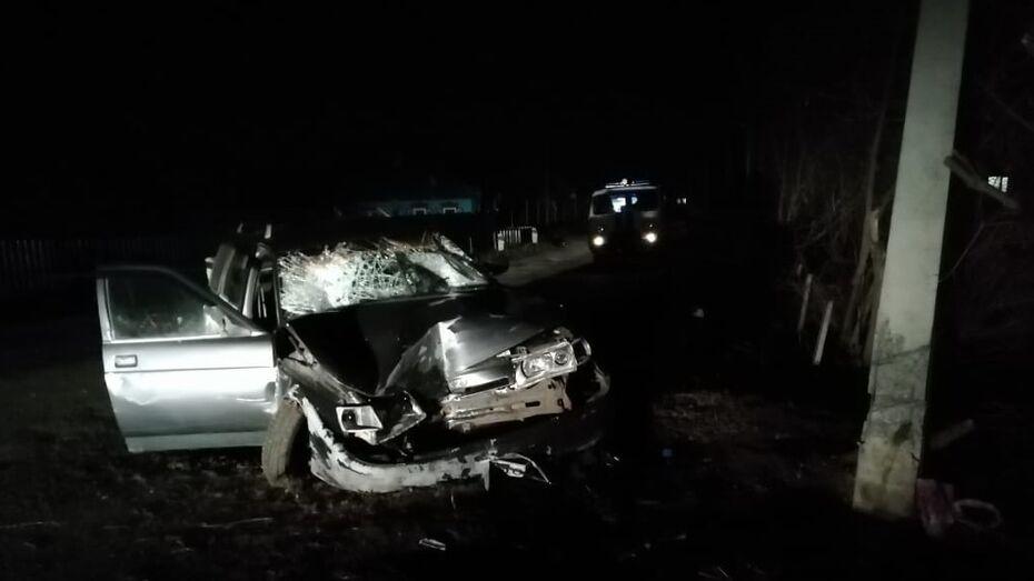 В Воронежской области «десятка» съехала на обочину и сбила семью из 5 человек: двое погибли