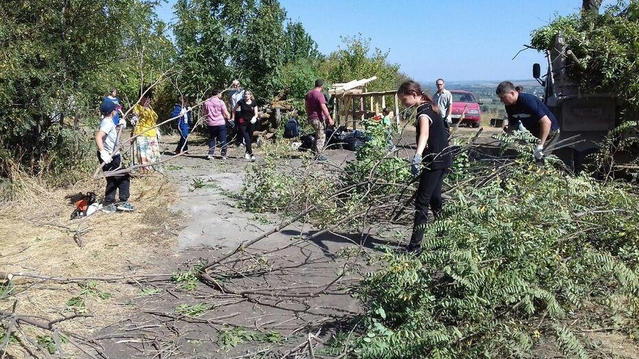 Подгоренские активисты собрали 3 КамАЗа мусора в зоне отдыха «Седьмое небо»