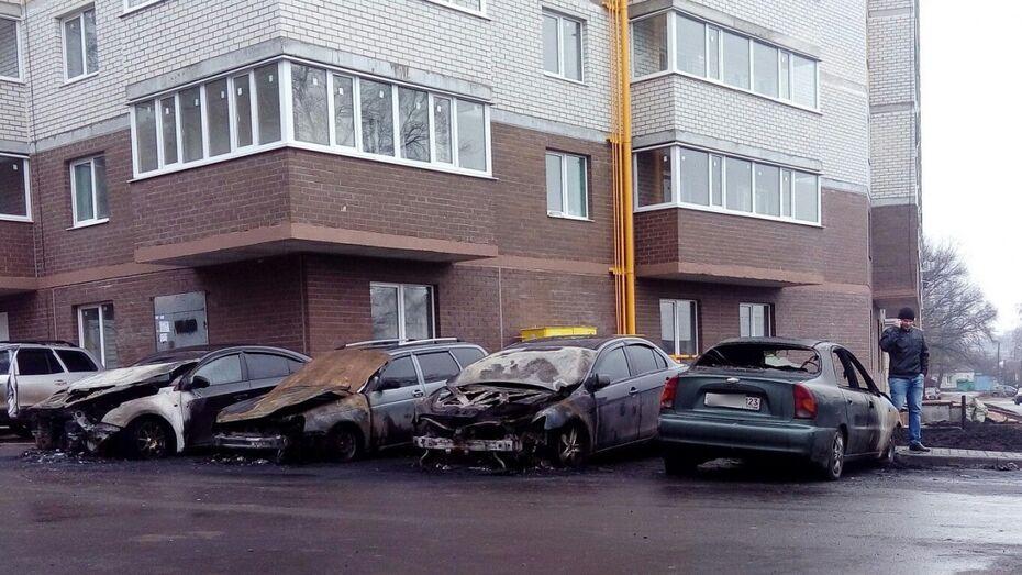 По факту поджога 5 машин в Воронеже возбудили уголовное дело