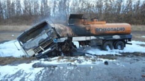 У бензовоза вспыхнул бак в Воронежской области: 1 человек погиб, 2 ранены