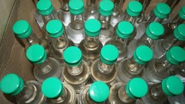 В Воронеже у отца и сына нашли более тысячи литров спирта и 1,5 млн рублей