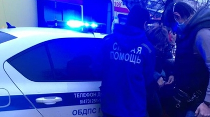 Воронежские автоинспекторы помогли травмированной горожанке