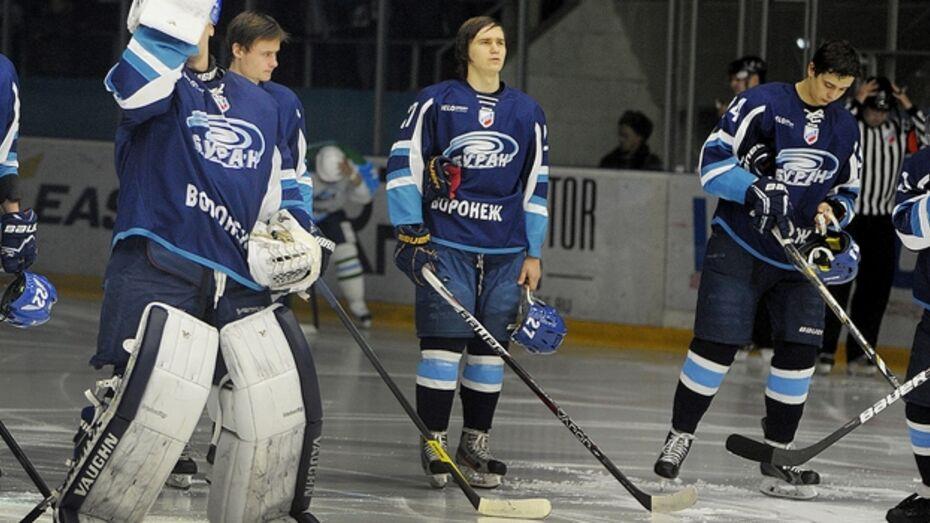 Хоккеисты «Бурана» Егор Алешин и Павел Копытин играли два последних матча в чужих коньках