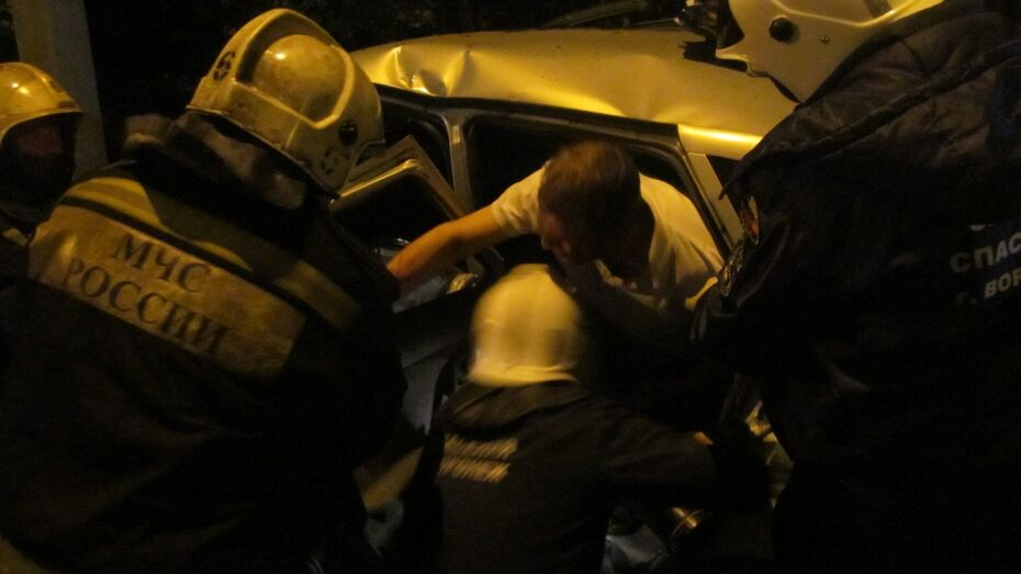 В Воронеже в ДТП с «ВАЗом» и Ford пострадали 4 человека