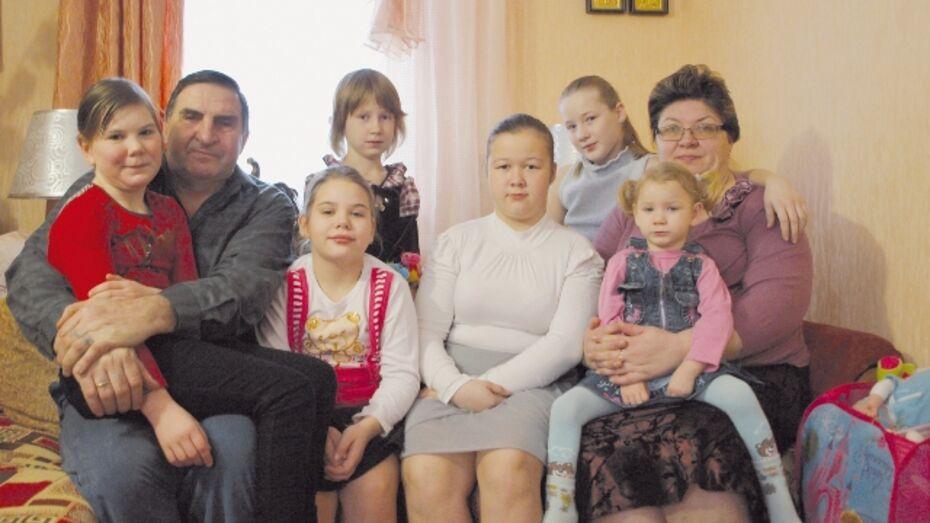В семье жителей Калача появился седьмой приемный ребенок