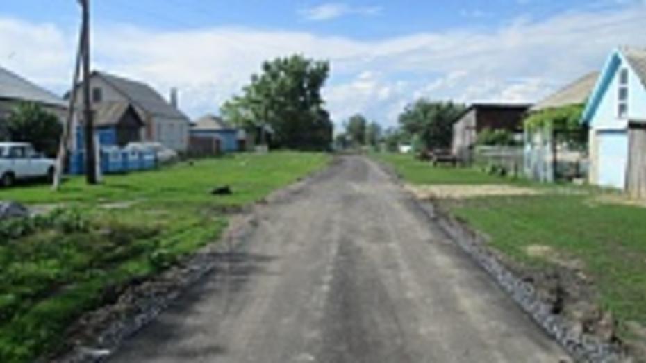В селах Репьевского района построили четыре километра асфальтовых дорог