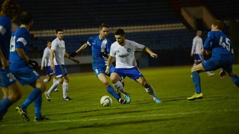 «Факел» завершил футбольную осень победой в воронежском дерби
