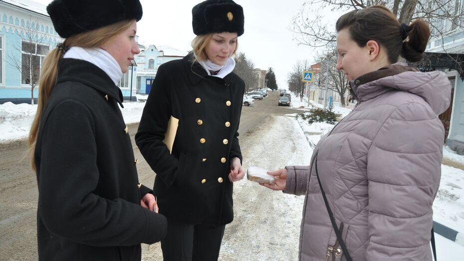 Павловские юнморы провели в городе акцию «Блокадный хлеб»