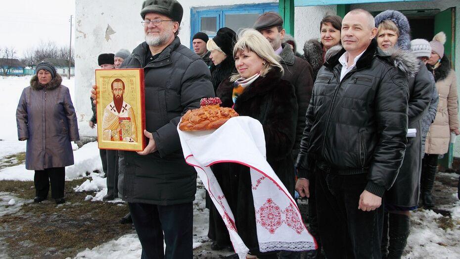 Иконописец Андрей Верхотин передал свою работу с ликом святого в дар жителям панинского села
