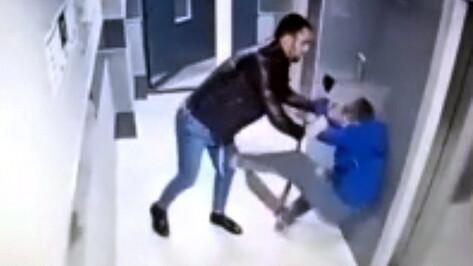 В Воронеже мама избитого в подъезде ребенка написала заявление в полицию