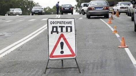 На трассе в Лискинском районе столкнулись четыре автомобиля, два человека погибли