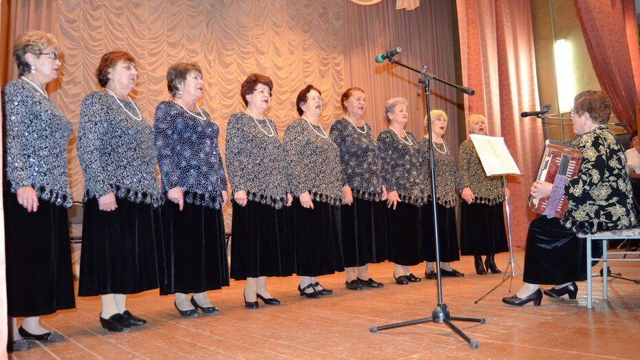 В Семилуках хор ветеранов войны и труда «Донские зори» отметил 20-летие