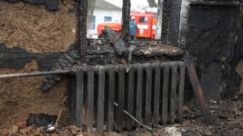 Спасатели нашли тело 41-летнего мужчины в сгоревшем доме в Воронежской области
