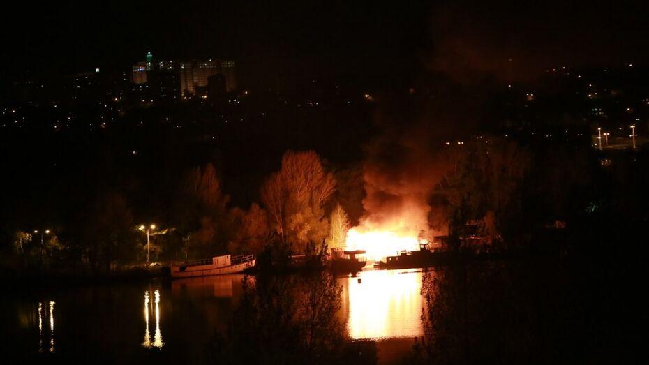 В Воронеже сгорел катер