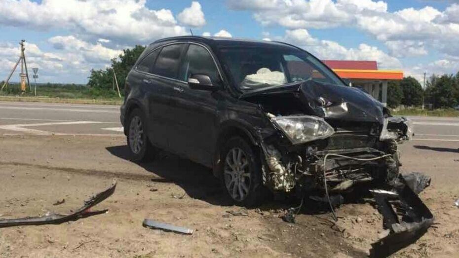 В Воронежской области пожилые водитель и пассажирка «ВАЗа» погибли в ДТП с Honda