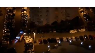 Очевидец: «Одну из сгоревших во дворе воронежского ЖК иномарок можно было спасти»