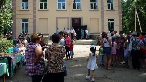 В таловском Никольском день села жители отметили в отремонтированном ДК