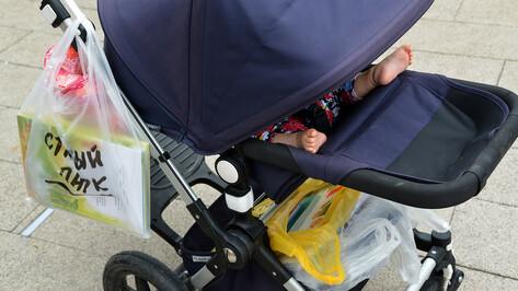 Машина сбила коляску с 2-летним ребенком на пешеходном переходе в Воронеже