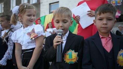 Школьники из Луганской области пошли в школу с воронежскими ранцами и тетрадями