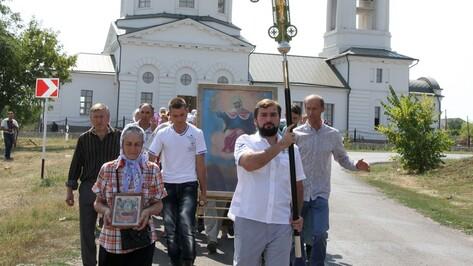 В богучарских селах Сухой Донец и Монастырщина прошел первый крестный ход за последнее столетие