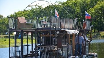 Житель Воронежской области построил 2-уровневый корабль за 3 месяца