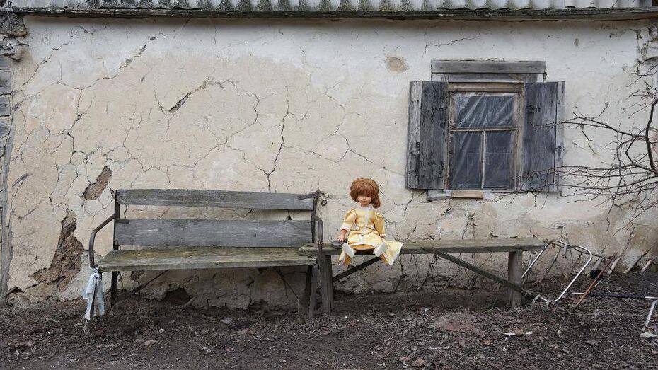 Супругов, державших сына на привязи в Воронежской области, лишили прав и на младшую дочь