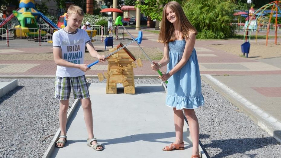 В Лисках открыли первую в районе площадку для игры в мини-гольф