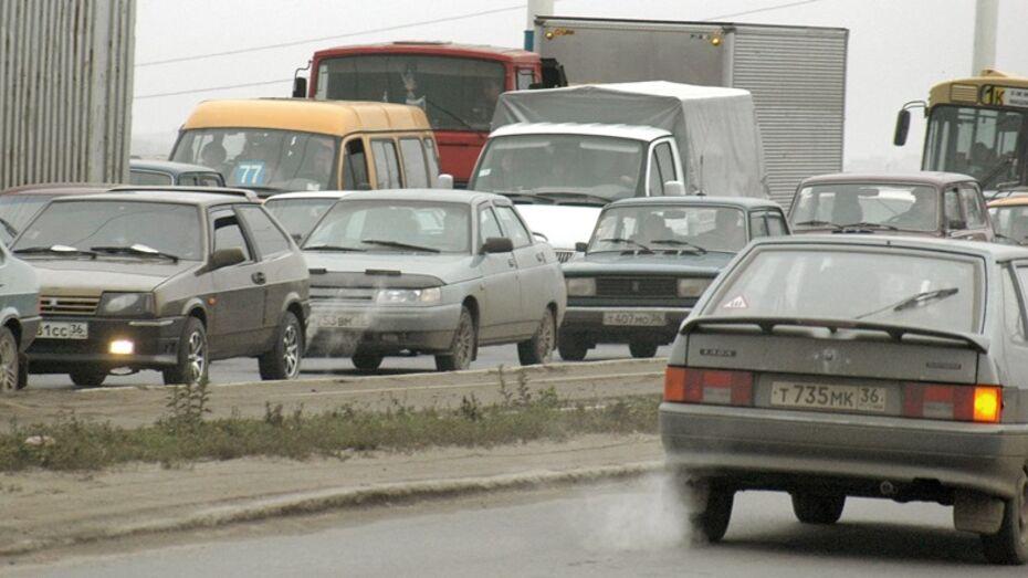 ДТП с фурой и бензовозом спровоцировало пробку на трассе «Курск-Воронеж»
