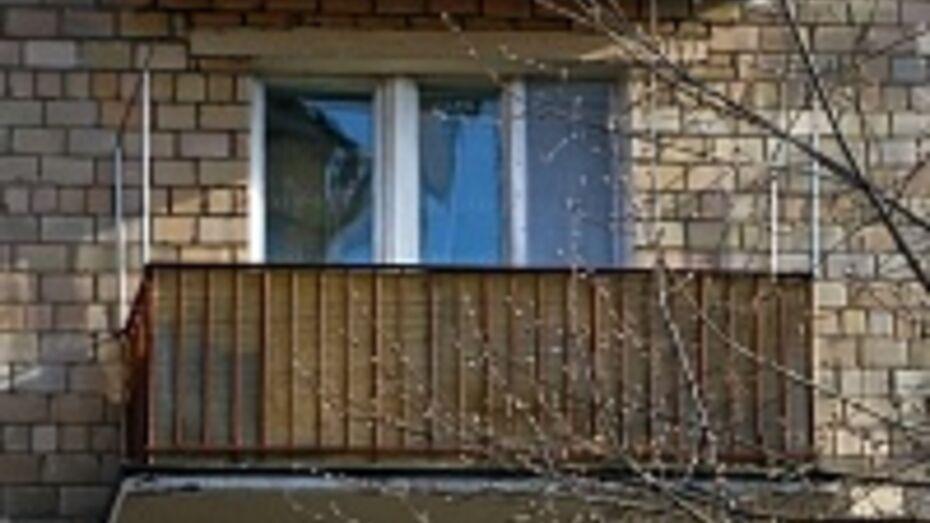 Павловские полицейские выручили женщину, запертую сыном на балконе
