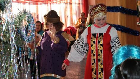 В Верхнем Мамоне первый новогодний утренник района посетили дети работников ЖКХ
