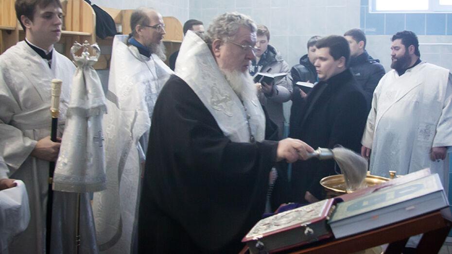 В канун Крещения митрополит Воронежский и Лискинский Сергий освятил воду в Митрофановском источнике