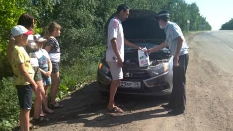 Полицейские Воронежской области спасли от жары многодетную семью