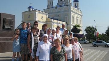 Воронежская епархия подарила семилукским инвалидам поездку в Елец
