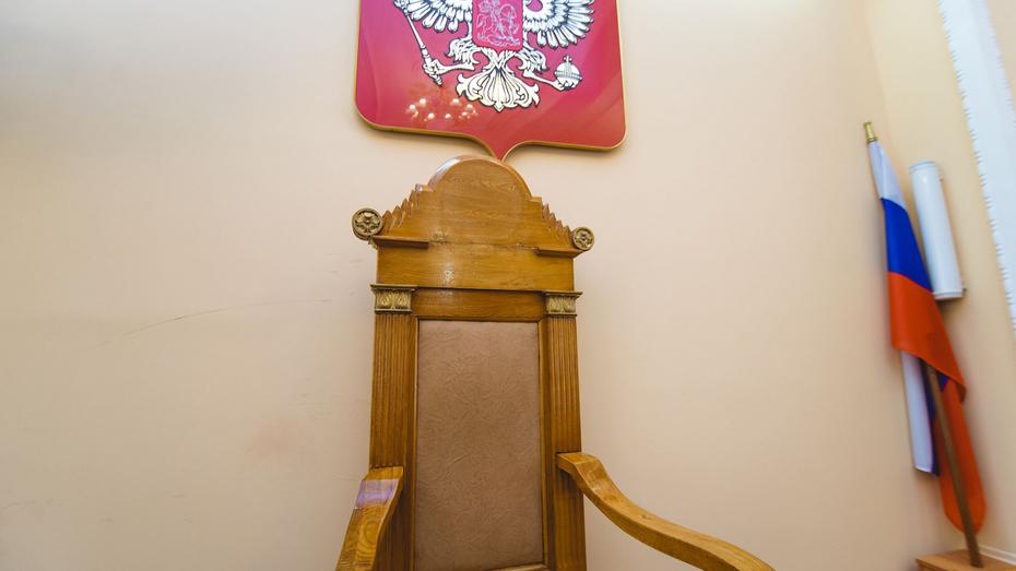 За плевки в полицейских 2 жителя Воронежской области попали под уголовную статью