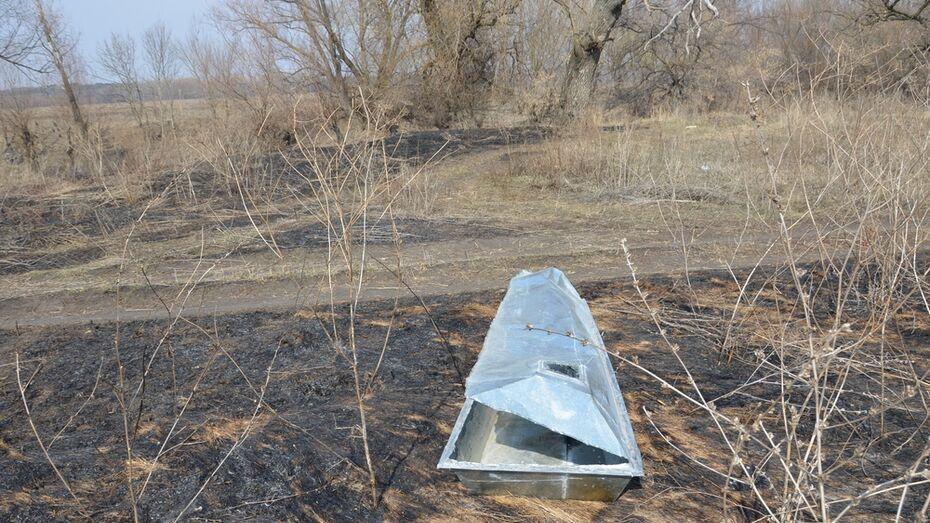 В Павловске полицейские разберутся в загадке появления цинкового гроба у реки